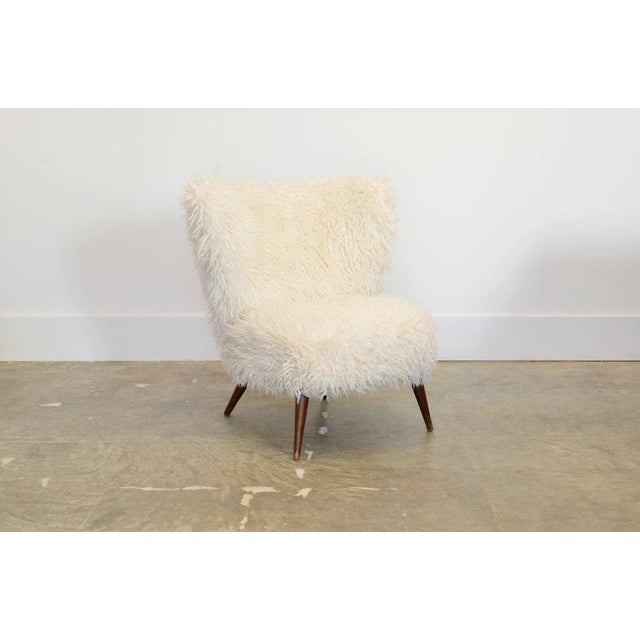 Mid-Century Modern 1950s Fluffy White Faux Fur Lounge Chair For Sale - Image 3 of 5