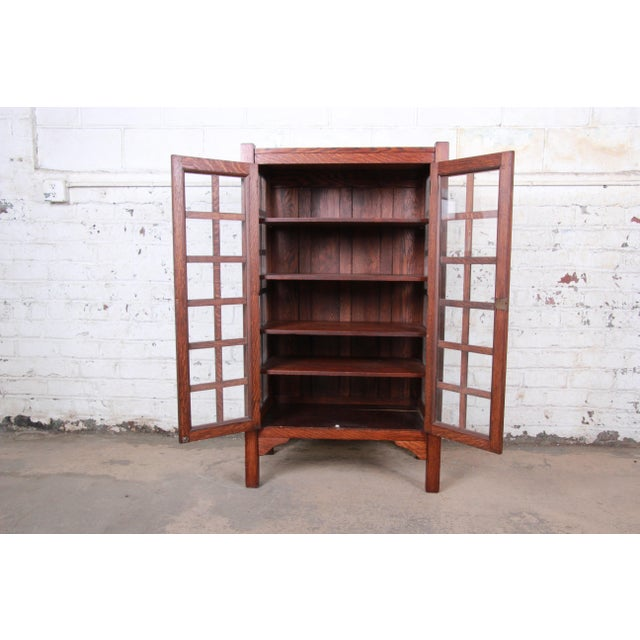 Early 20th Century American Arts & Crafts Period Quartersawn Oak Bookcase, Circa 1900 For Sale - Image 5 of 9
