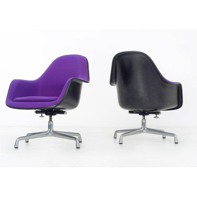 1970s pair of Herman Miller Lounge Chairs For Sale - Image 5 of 11