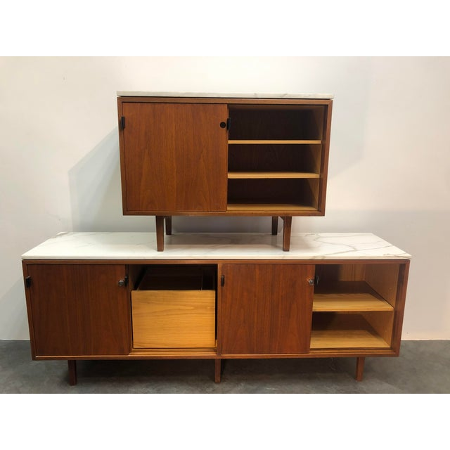 1960s Mid-Century Modern Florence Knoll Calcutta Marble Top Walnut Credenza Set- 2 Pieces For Sale - Image 13 of 13