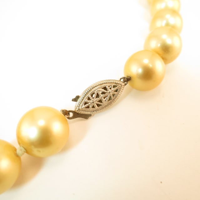Faux South Seas Pearl Necklace 1940s For Sale - Image 9 of 11