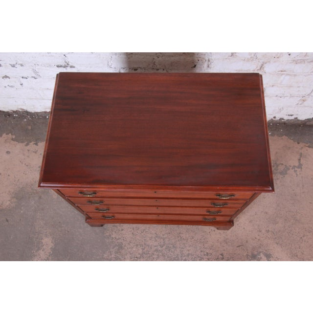 Vintage Georgian Mahogany Bachelor Chest or Commode For Sale - Image 4 of 10