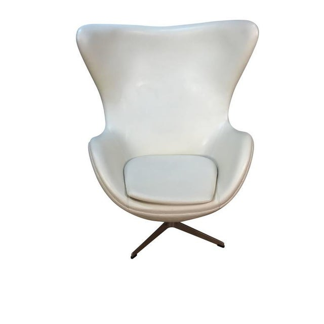 Arne Jacobson Style White Leather Egg Chair - Image 2 of 7