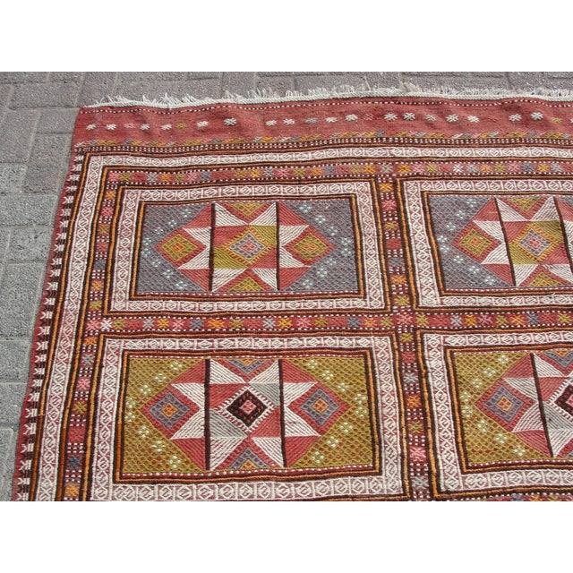 "Turkish Vintage Turkish Kilim Rug - 65.5′″ × 97"" For Sale - Image 3 of 13"