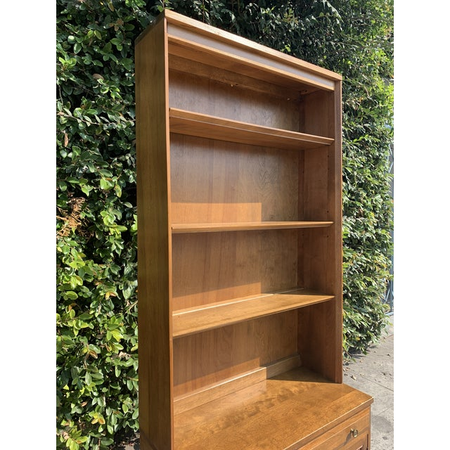 1970s Mid Century Modern Display Shelf Cabinet For Sale - Image 5 of 10