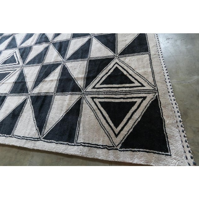 Textile Moroccan Geometric Triangles Wool Rug - 9′ × 12′ For Sale - Image 7 of 11