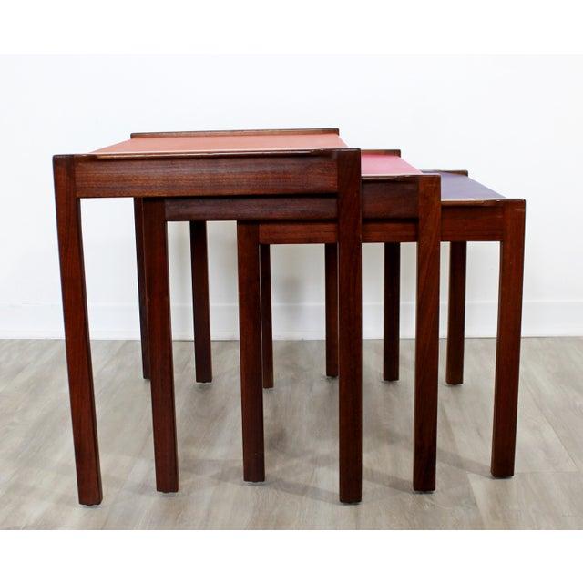 Mid Century Modern Walnut Vinyl Nesting Side Tables Jens Risom Pink - Set of 3 For Sale In Detroit - Image 6 of 9
