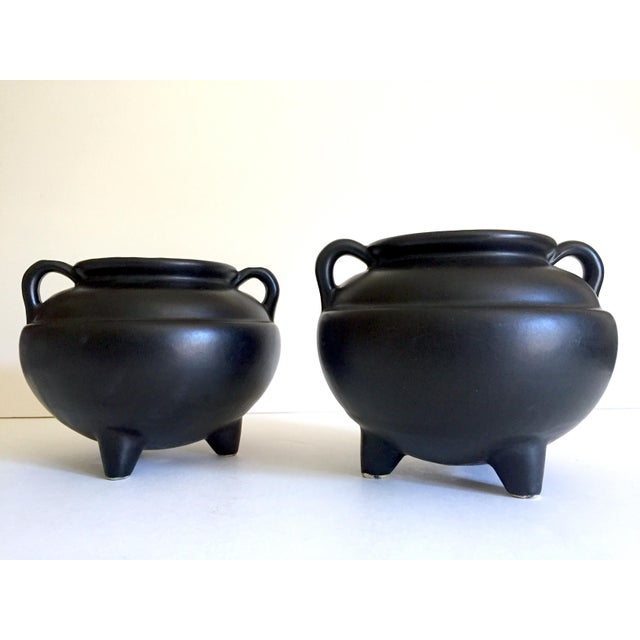 1920's Art Deco Robinson Ransbottom Art Pottery Black Ceramic Jardinier Handled Planter Urns - a Pair For Sale - Image 9 of 13