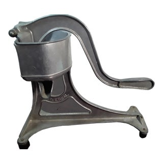 Universal Hand Juicer Aluminum L.F. & C. New Britain, Conn. Usa For Sale