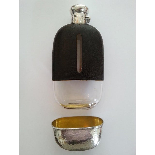 Art Deco 1920s Art Deco English Hip Flask in Sterling Silver, Gold Wash, Leather & Hand Blown Glass For Sale - Image 3 of 13
