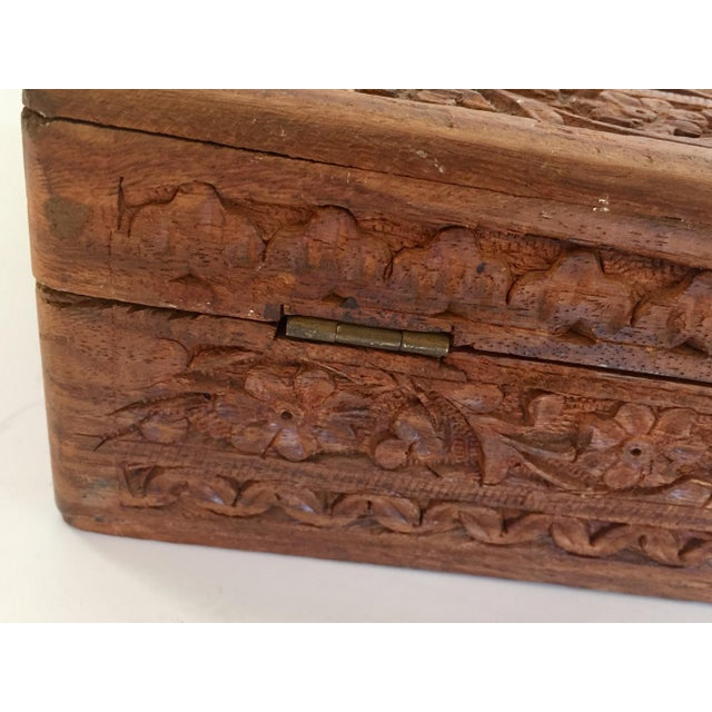 Anglo-Indian Early 20th Century Anglo Raj Hand-Carved Wooden Decorative Jewelry Box For Sale - Image 3 of 13
