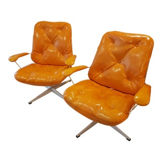 Mid-Century Modern HomeCrest Wired Outdoor Chairs With Orange Covers - a Pair For Sale