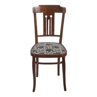 Set of Four Art Nouveau Bentwood Dining Chairs For Sale