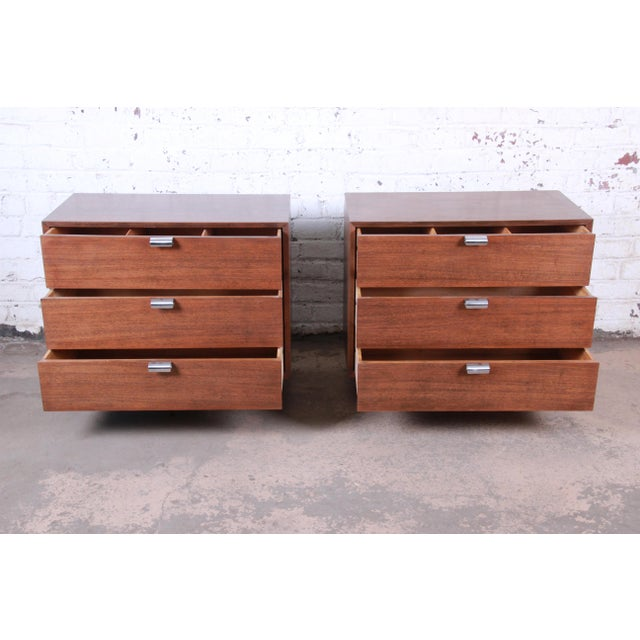 1950s George Nelson for Herman Miller Walnut Three-Drawer Bachelor Chests or Nightstands, Pair For Sale - Image 5 of 10