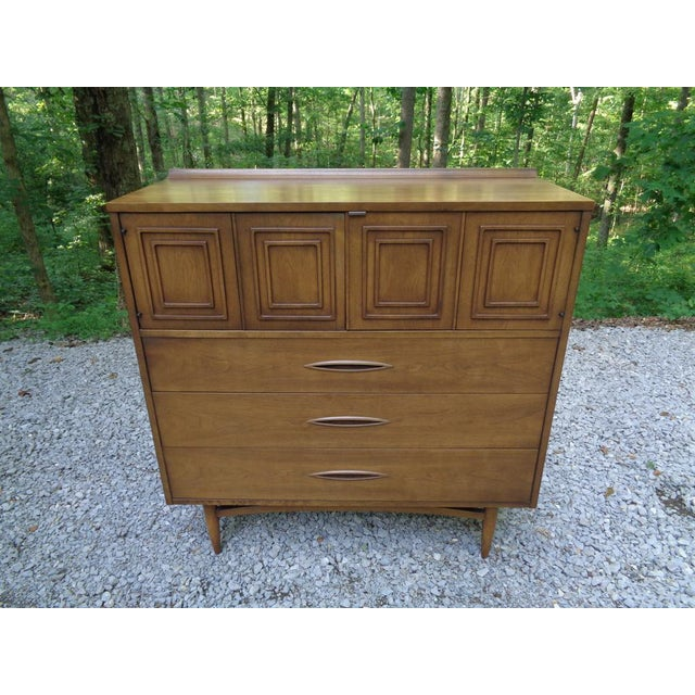 Broyhill Vintage Broyhill Sculptra Gentleman's Chest of Drawers Dresser For Sale - Image 4 of 13