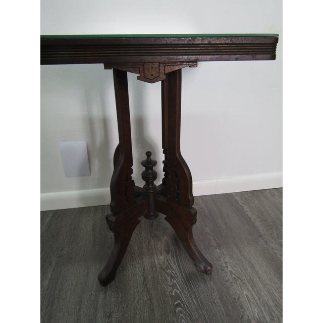 1950s 1950s English Traditional Mirror Topped Pedestal Carved Wood Table For Sale - Image 5 of 6