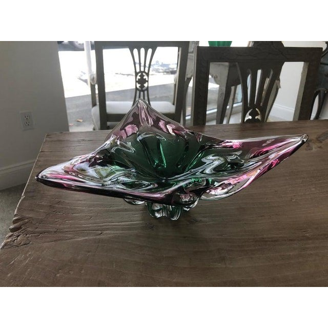 Murano 1960s Vintage Murano Glass Triangle-Shaped Green and Pink Bowl, Signed For Sale - Image 4 of 11