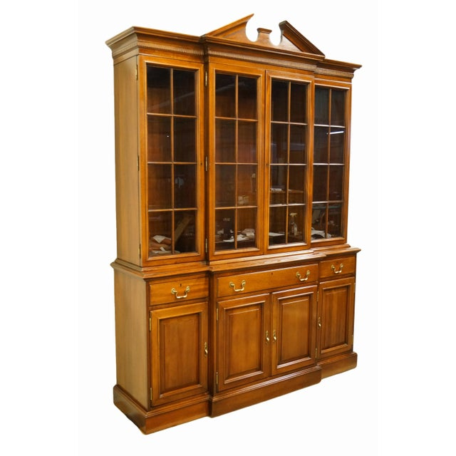 Chippendale Link Taylor Furniture Solid Mahogany Chippendale Traditional Breakfront Display China Cabinet For Sale - Image 3 of 13