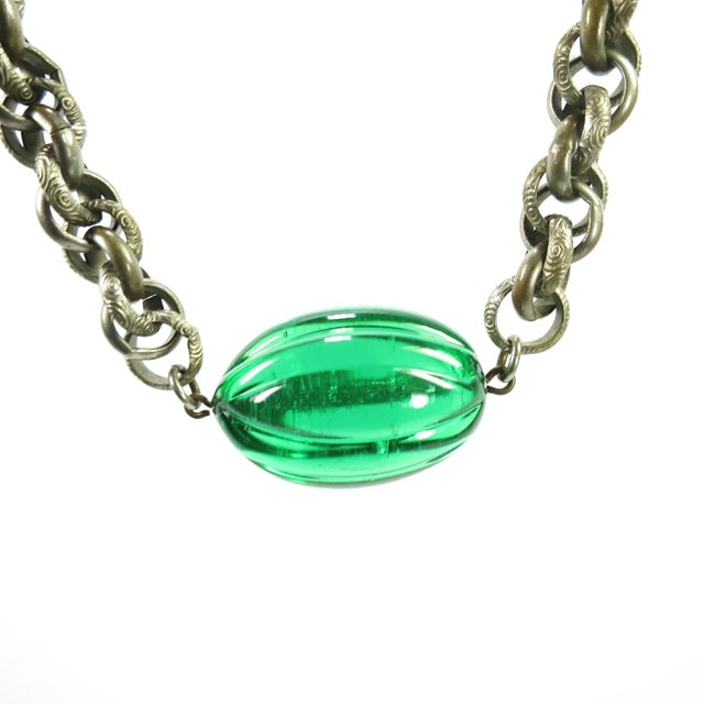 Art Deco EmErald Pate De Verre Glass & Interlocking Chain Necklace, France 1920s For Sale In Los Angeles - Image 6 of 13