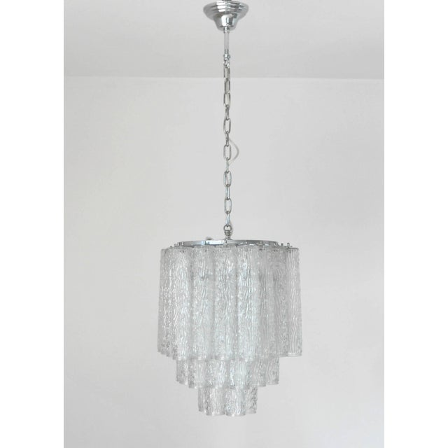 Vintage Italian chandelier with clear Murano glass tubes hand blown using Corteccia technique to provide a bark-like...