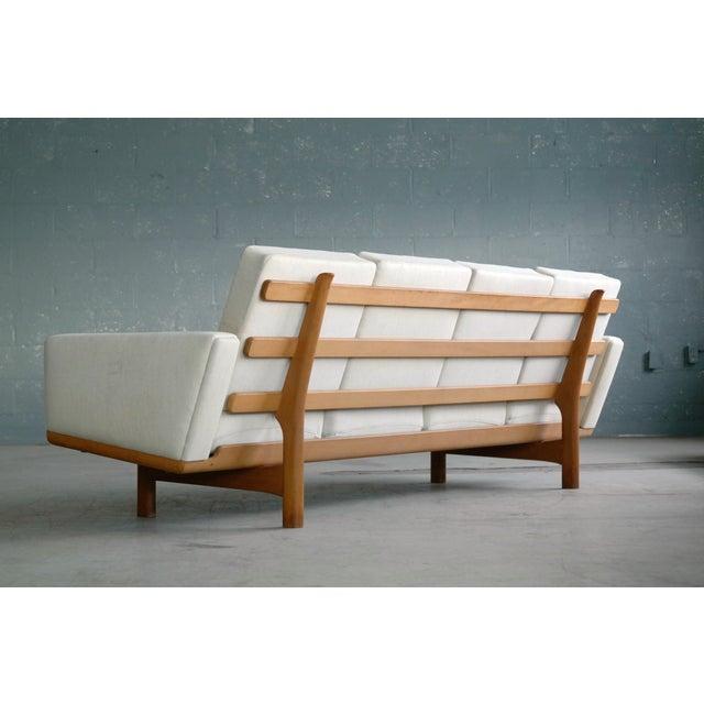 Hans Wegner for Getama Model Ge-236/4 Four Seat Sofa in Oak and Beige Wool For Sale - Image 9 of 11