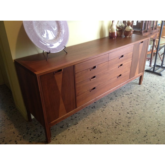 Mount Airy Walnut Dresser - Image 4 of 7