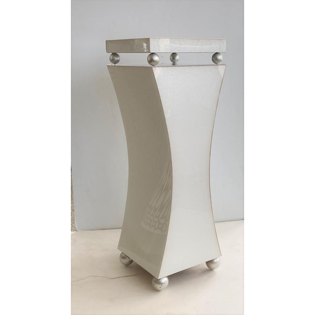 This stylish Art Deco style pedestal is fabricated in Lucite with a soft swirl pattern (see images), clear Lucite and...
