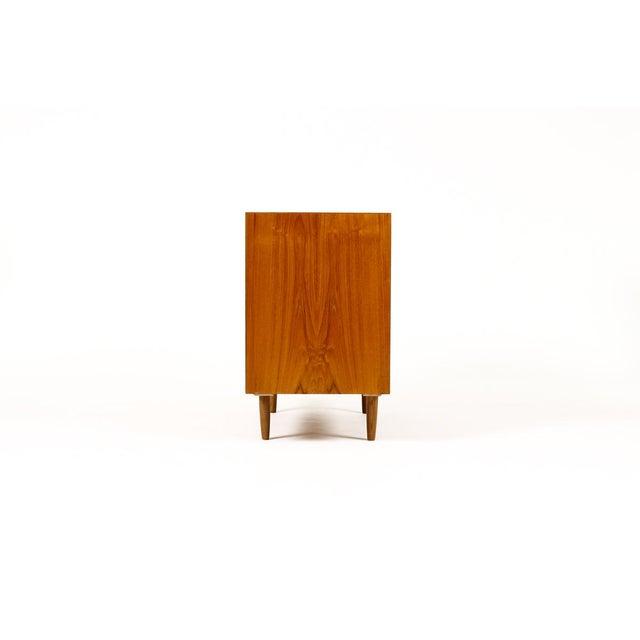 Mid-Century Danish Modern Teak 5 Drawers Upright Chest / Dresser For Sale - Image 4 of 8