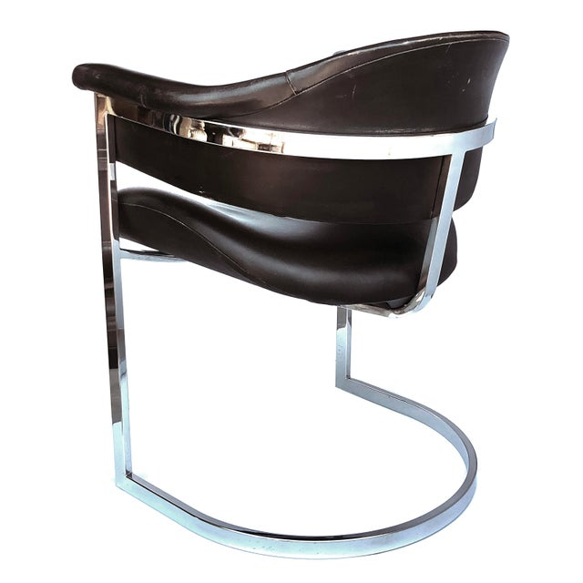 these chic chairs with chrome frame and leather upholstery