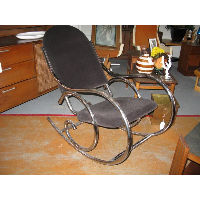1970s Mid-Centuru Modern Curvaceous Upholstered Chrome Rocking Chair - Image 5 of 10