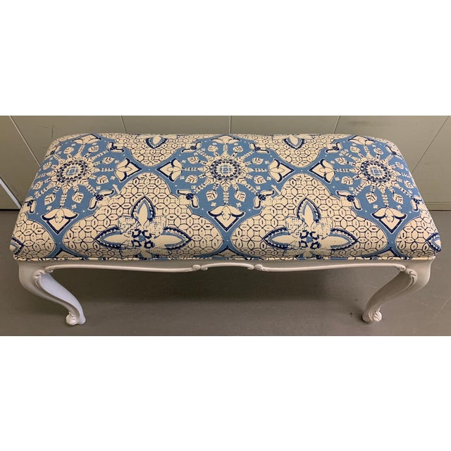 1940s White French Bench Newly Upholstered in Quadrille Fabric For Sale - Image 5 of 7