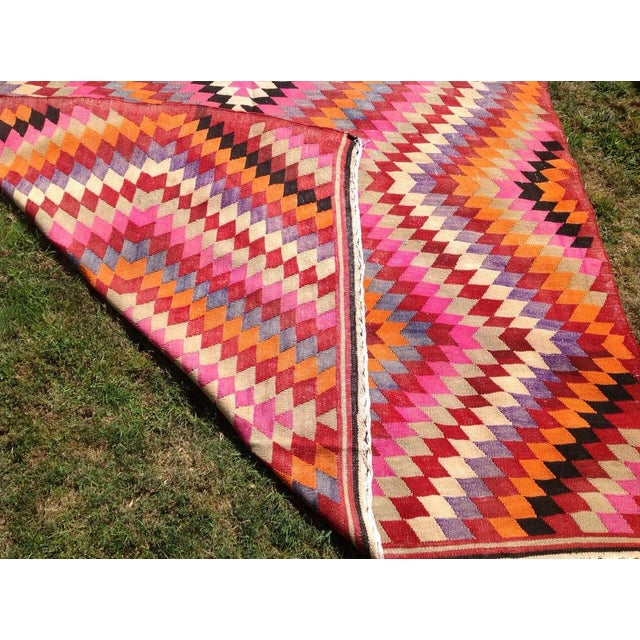 """Textile Vintage Turkish Kilim Rug - 5'5"""" x 9'3"""" For Sale - Image 7 of 7"""