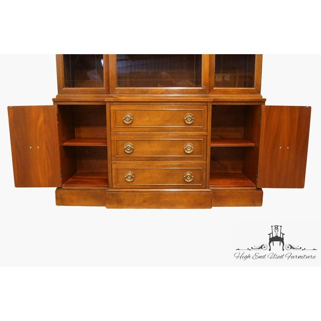 Late 20th Century Vintage Rway Mahogany Block Front Duncan Phyfe China Cabinet For Sale In Kansas City - Image 6 of 13
