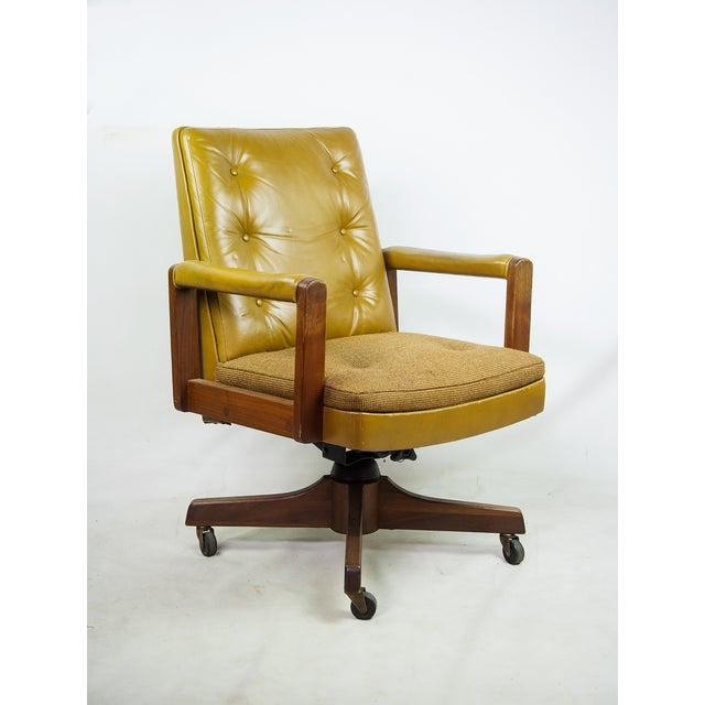 1970s Gunlocke Co. Yellow Swivel Office Chair - Image 2 of 10
