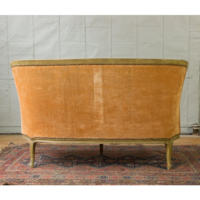 French Small French Louis XV Style Settee in Pale Apricot Velvet For Sale - Image 3 of 11