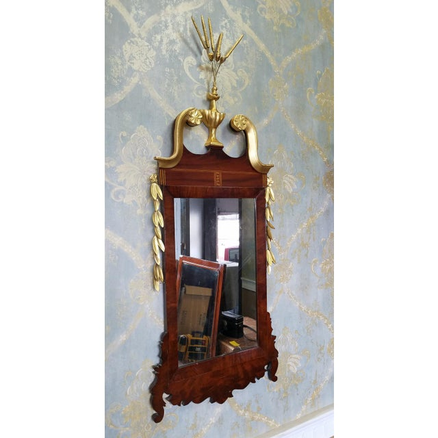 1810 Antique American Late Federal Period Mahogany & Gilt Hanging Looking Glass Mirror For Sale - Image 4 of 11