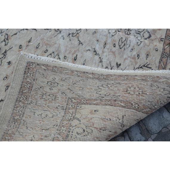 Vintage Handwoven Turkish Beige Oushak Carpet - 5′9″ × 9′2″ For Sale In Austin - Image 6 of 6