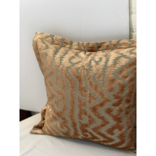 """24"""" Taupe and Blush Cut Velvet Pillows by Jim Thompson - a Pair For Sale - Image 4 of 10"""