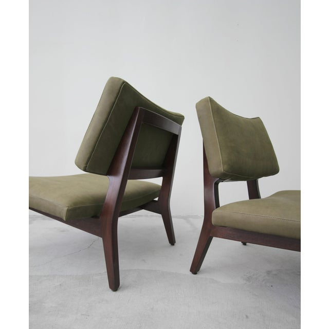1950s Pair of Mid Century Walnut & Leather Slipper Lounge Chairs by Jens Risom For Sale - Image 5 of 9