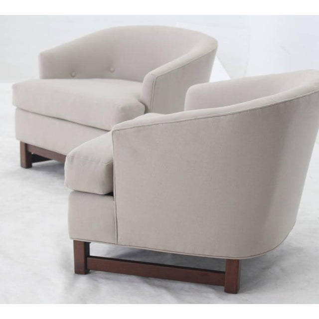 Mid-Century Modern Pair of Mid-Century Modern Barrel Lounge Chairs by Selig For Sale - Image 3 of 7