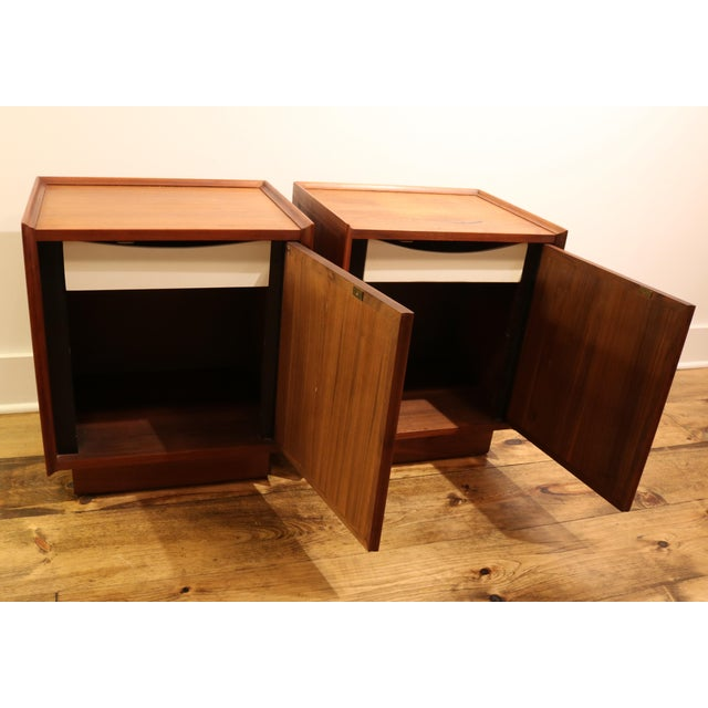 1960s Dillingham Nightstands - A Pair For Sale In Philadelphia - Image 6 of 10