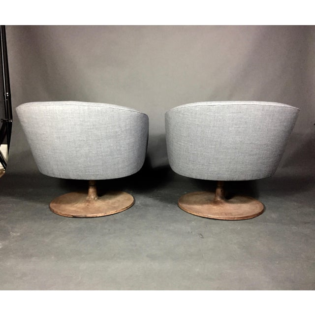 1960s Pair 1960s Jens Risom Barrel-Back Swivel Chairs For Sale - Image 5 of 13