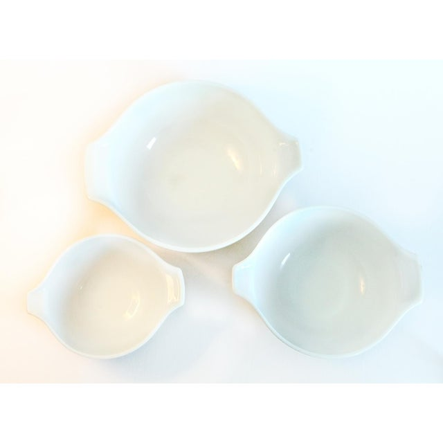 Pyrex Nesting Mixing Bowls - Set of 3 For Sale - Image 5 of 6