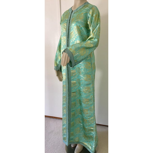 Moroccan Kaftan in Turquoise and Gold Floral Brocade Metallic Lame For Sale In Los Angeles - Image 6 of 12