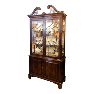 Vintage Henredon Rittenhouse Square Mahogany Chippendale Lighted Curio China Cabinet For Sale