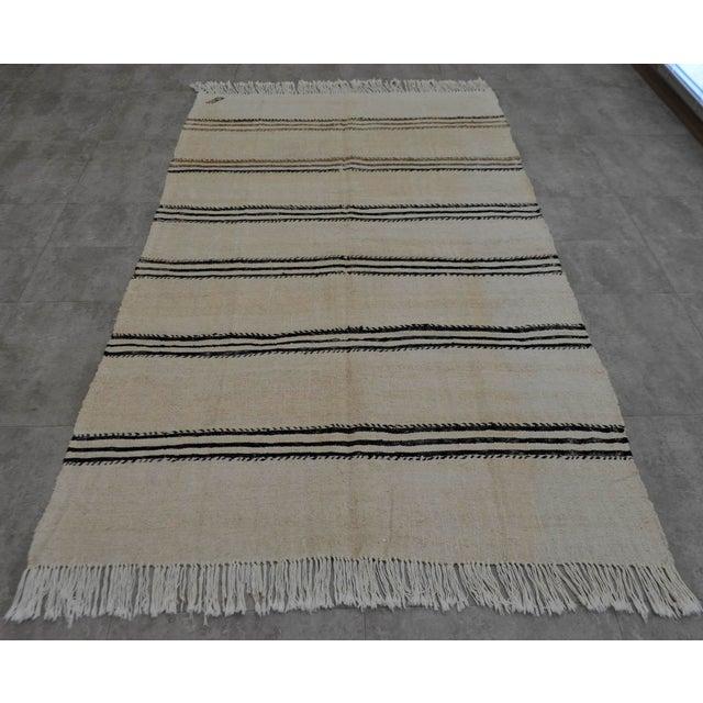 Vintage Natural Stripe Turkish Sisal Kilim Rug - 4′5″ × 7′11″ - Image 3 of 9