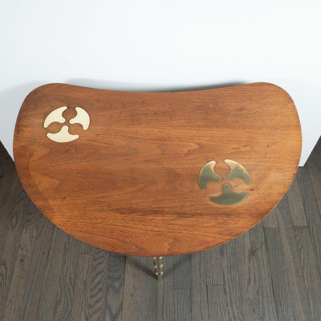 1970s Mid-Century Organic Inlaid Brass & Walnut Bowfront Side/End Table by Mastercraft For Sale - Image 5 of 10