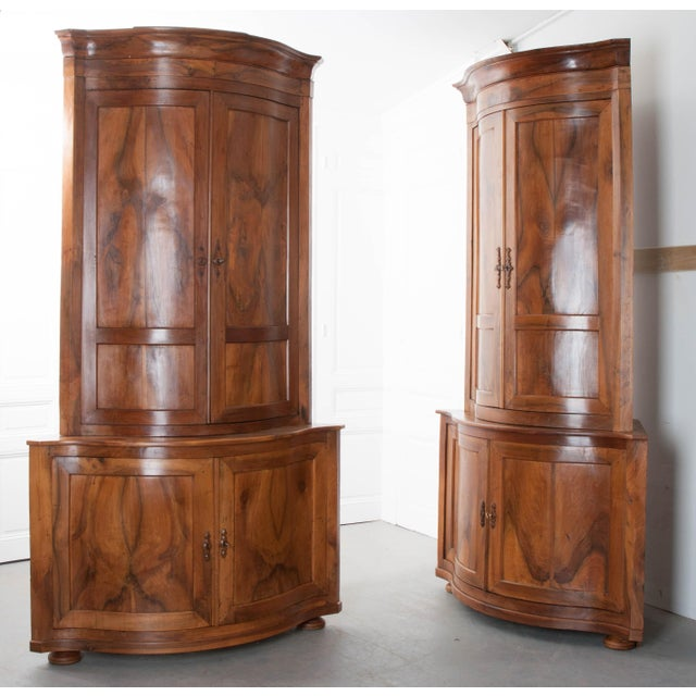 PAIR OF FRENCH 19TH CENTURY WALNUT CORNER CABINETS - Image 2 of 10