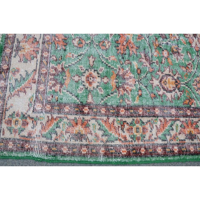 1960s Turkish Tribal Handwoven Beige and Green Wool Floor Rug For Sale In Austin - Image 6 of 7