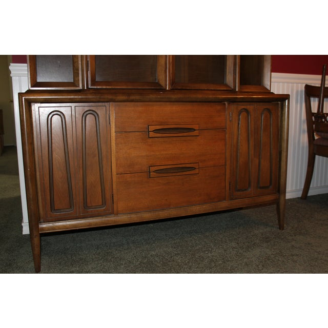 Mid-Century Modern Mid-Century Modern China Cabinet For Sale - Image 3 of 3